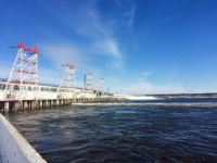 Для пропуска половодья Чебоксарская ГЭС начала холостой сброс воды