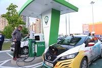 Тюменьэнерго обеспечило подзарядку электромобиля известного путешественника