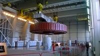 Ротор генератора ГА-3 строящейся Усть-Среднеканской ГЭС установлен на штатное место